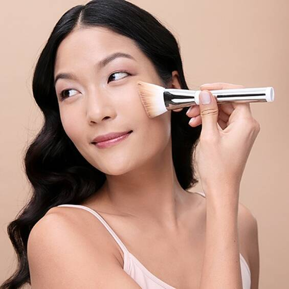 Heavenly Skin Skin-Hugging Foundation Brush #707