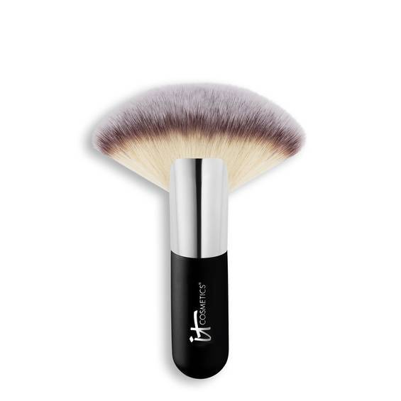 Ultra plush wide fan brush